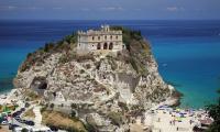 536943_church_santa_maria_dell_isola_tropea_calabria_ital_1920x1200_www.GdeFon.ru_.jpg